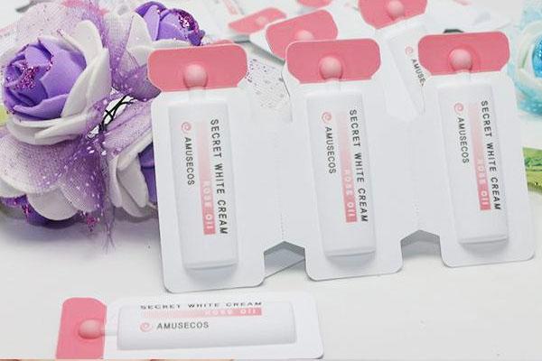 Gel lam hong va se khit vung kin Amusecos Secret White Cream Rose Oil