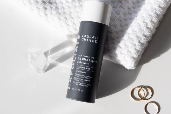 Công dụng nổi bật nhất của Paula's Choice Skin Perfecting 2% BHA là giải quyết mọi vấn đề về mụn, đặc biệt là mụn ẩn