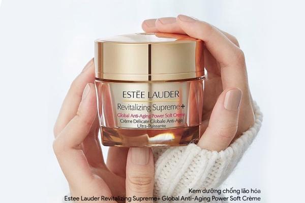 Kem dưỡng chống lão hóa Estee Lauder Revitalizing Supreme+ Global Anti-Aging Power Soft Crème với thần dược moringa và thành phần kích hoạt collagen giúp tác động vào môi trường gen